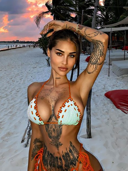Elizabeth Definhy, the Lovely and Luscious Inked Girl from Amsterdam